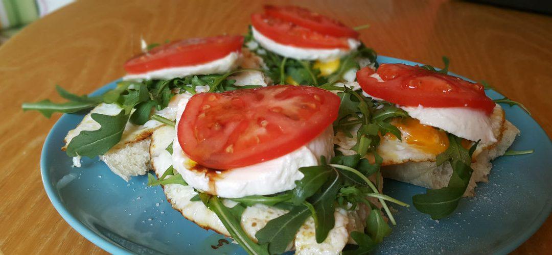 Закуска за вице-шампиони – сандвичи с яйце, рукола и козе сирене